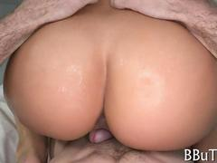 Big ass lady loves bouncing and grinding on a dick