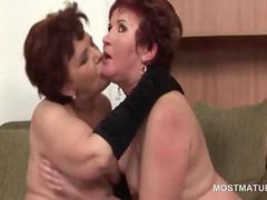 Mature sluts fucking cunts and cock in orgy