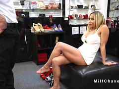 Milf without panties trying shoes