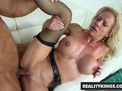 RealityKings - Milf Hunter - Chad White Raquel Sultra - Sultry Raquel