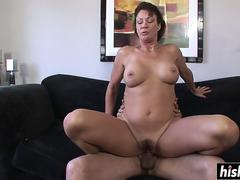 She rides while her boobs bounce