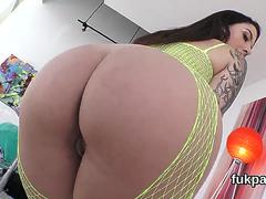 Flawless model reveals huge bum and gets asshole poked