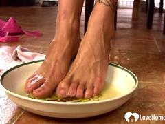Stepmom pees into the bowl and washes feet