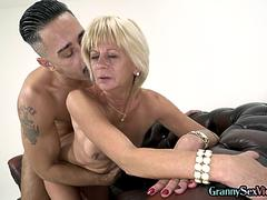 Kinky gilf fingered and fucked in couple